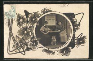 Foto-AK zwei damen mit Hund vor einem Geschäft im Passepartout