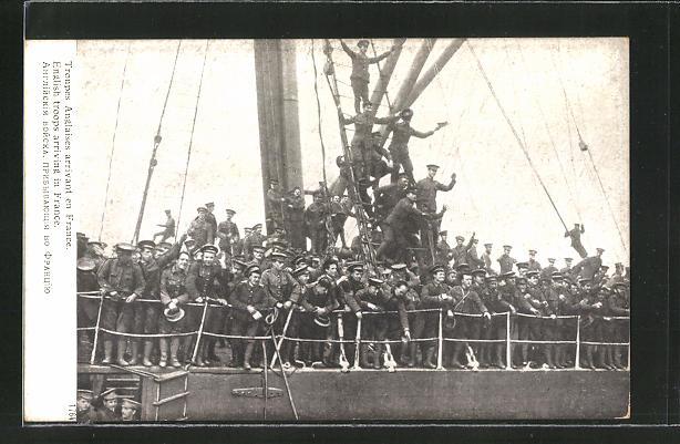 AK Troupes Anglaises arrivant en France, amerikanische Soldaten auf einem Kriegsschiff