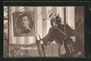 AK Propaganda Entente, Deutscher Soldat blickt auf ein Bild König Alberts von Belgien