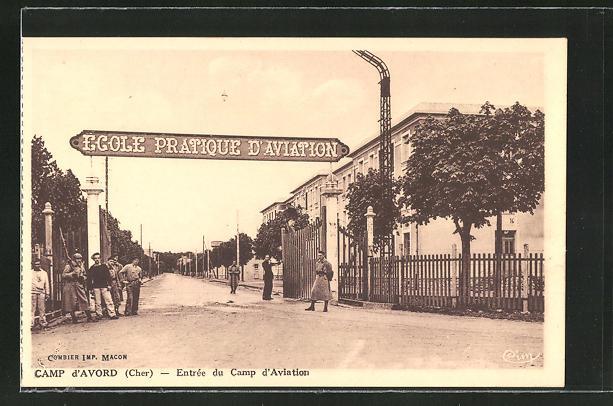 AK Camp d'Avord, Entree du Camp d'Aviation, Männer am Eingang