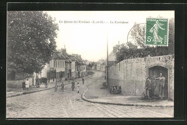 AK La Queue-lez-Yvelines, Le Carrefour, Strassenpartie im Ort