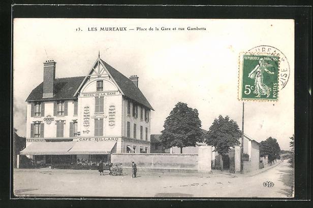 AK Les Mureaux, Place de la Gare et la rue Gambetta, Hotel de la Gare