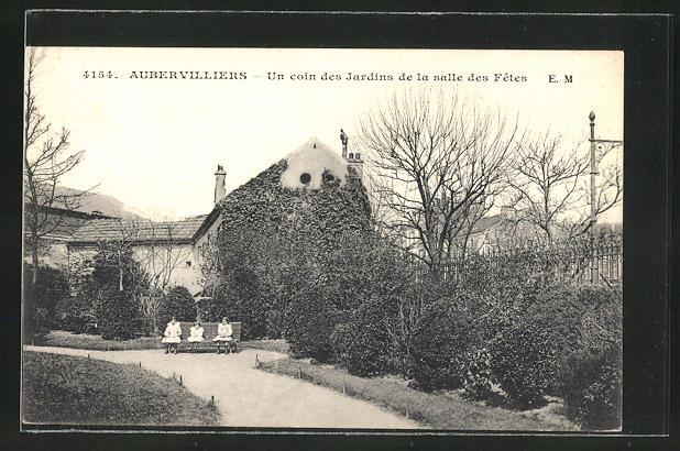 AK Aubervilliers, Un coin des Jardins de la salle des Fetes