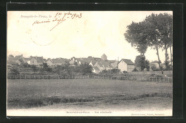AK Neauphle-le-Chateau, Vue generale 0