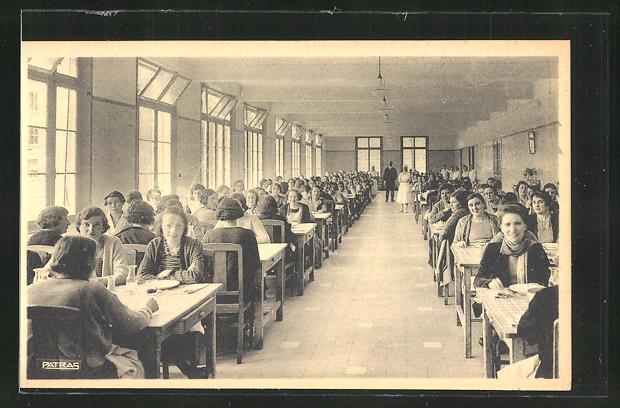 AK Magnanville, Sanatorium de l'Association Leopold Bellan, La Salle a Manger 0