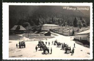AK Luziensteig, Festung Luziensteig, Soldaten beladen Packtiere