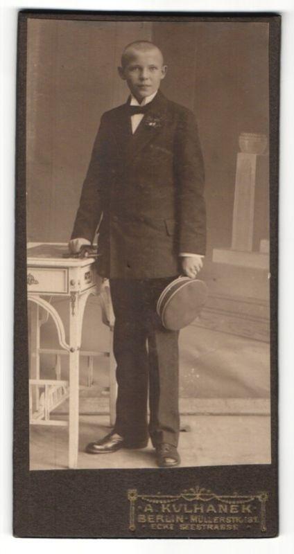 Fotografie A. Kulhanek, Berlin, Portrait Knabe in Anzug