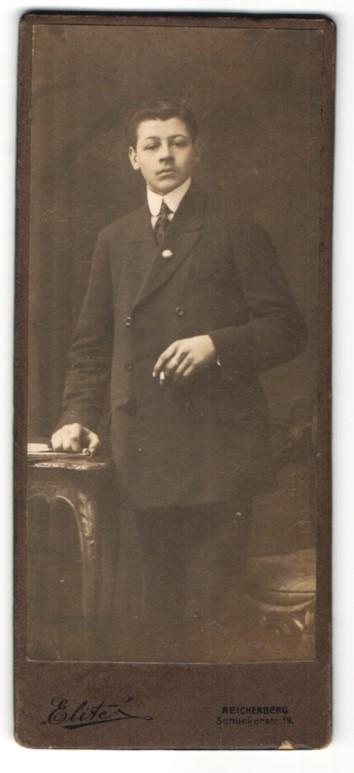 Fotografie Elite, Reichenberg, Portrait junger Herr in Anzug