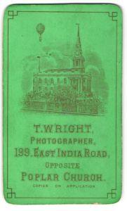Fotografie T. Wright, London-Poplar, Ansicht London-Poplar, Ballon über der Kirche 199 East India Road, grün