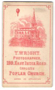 Fotografie T. Wright, London-Poplar, Ansicht London-Poplar, Ballon über der Kirche 199 East India Road, rot