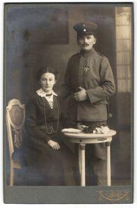 Fotografie Atelier Strube, Löbau i. S., Soldat in Feldgrau mit Orden Eisernes Kreuz EKII