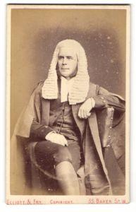 Fotografie Elliott & Fry, London, Portrait Richter Sir Edward May in Dienstkleidung mit Perücke