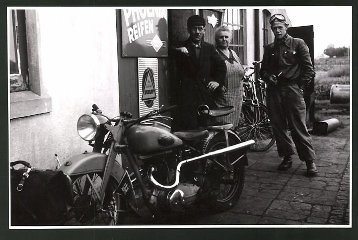 Fotografie Motorrad Victoria KR35 SS Columbus, Reifen-Reklame Phoenix & Dunlop