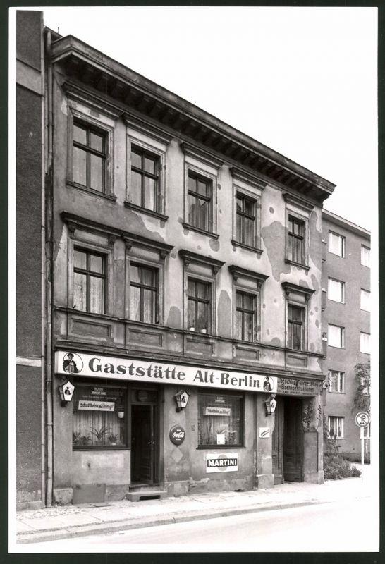 Fotografie Fotograf unbekannt, Ansicht Berlin-Charlottenburg, Gaststätte Alt-Berlin Krumme Strasse, Coca Cola Reklame