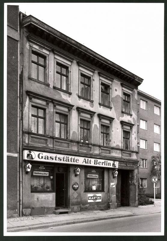 Fotografie Fotograf unbekannt, Ansicht Berlin-Charlottenburg, Gaststätte Alt-Berlin, Schultheiss & Coca Cola Reklame
