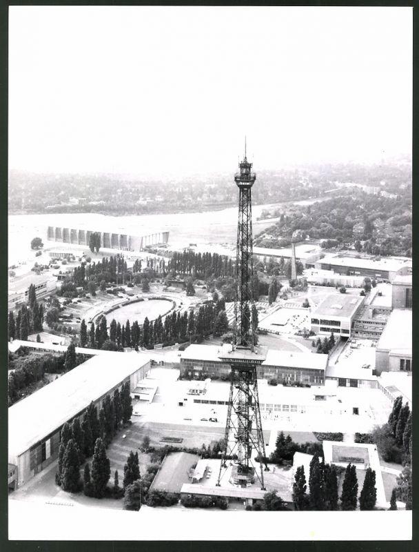 Fotografie Fotograf unbekannt, Ansicht Berlin, Funkturm mit Messegelände am Kaiserdamm