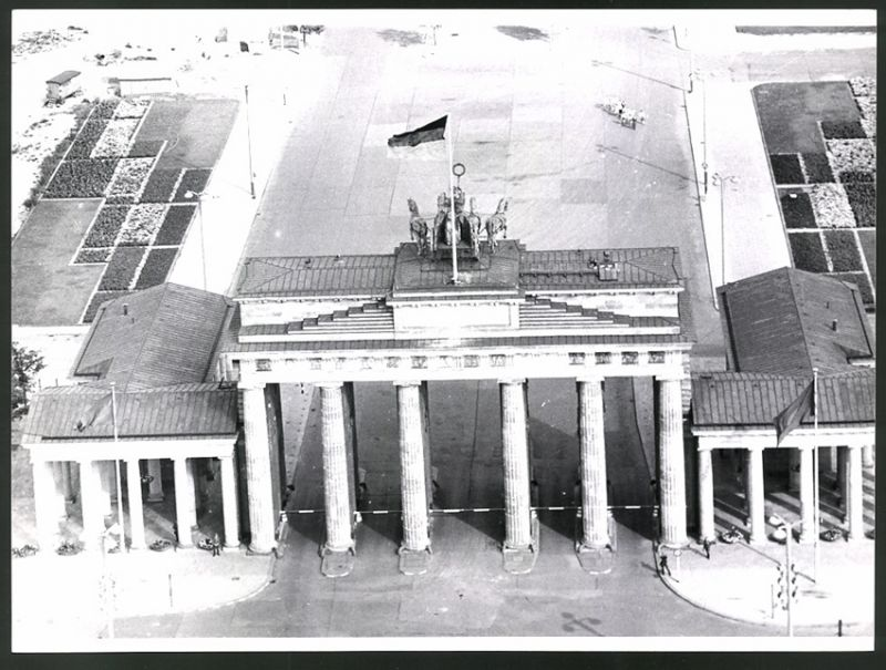 Fotografie Fotograf unbekannt, Ansicht Berlin, Zonengrenze am Brandenburger Tor