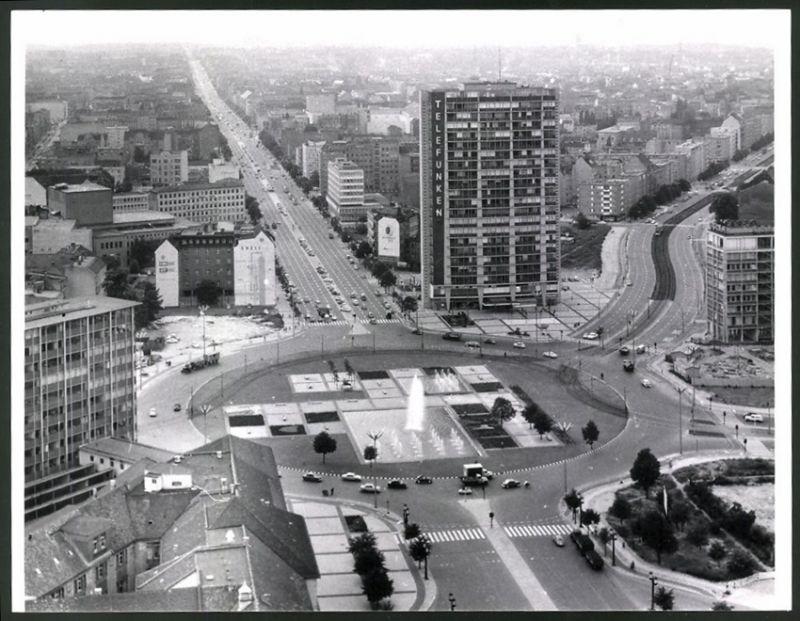 Fotografie Fotograf unbekannt, Ansicht Berlin, Blick über den Ernst-Reuter-Platz zum Telefunken-Hochhaus