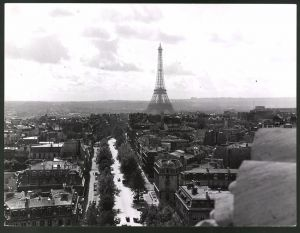 Fotografie Fotograf unbekannt, Ansicht Paris, Panorama der Stadt mit Eiffelturm