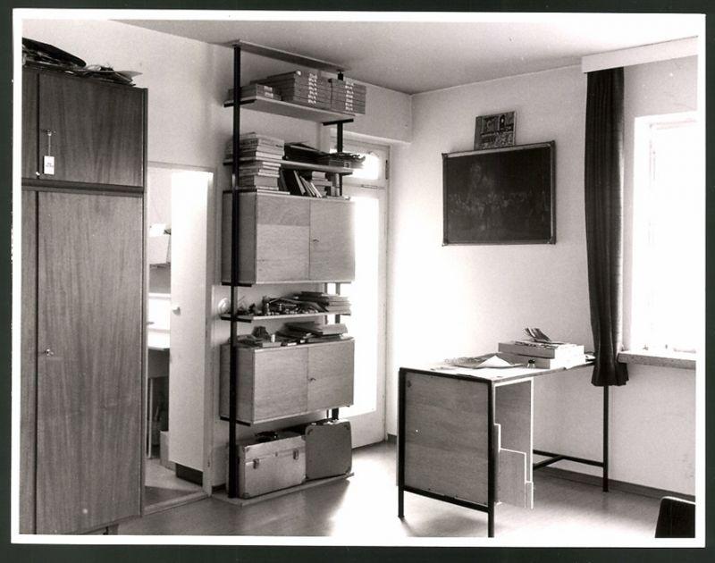 Fotografie Büro-Einrichtung, funktionale Möbel im Bauhaus-Stil