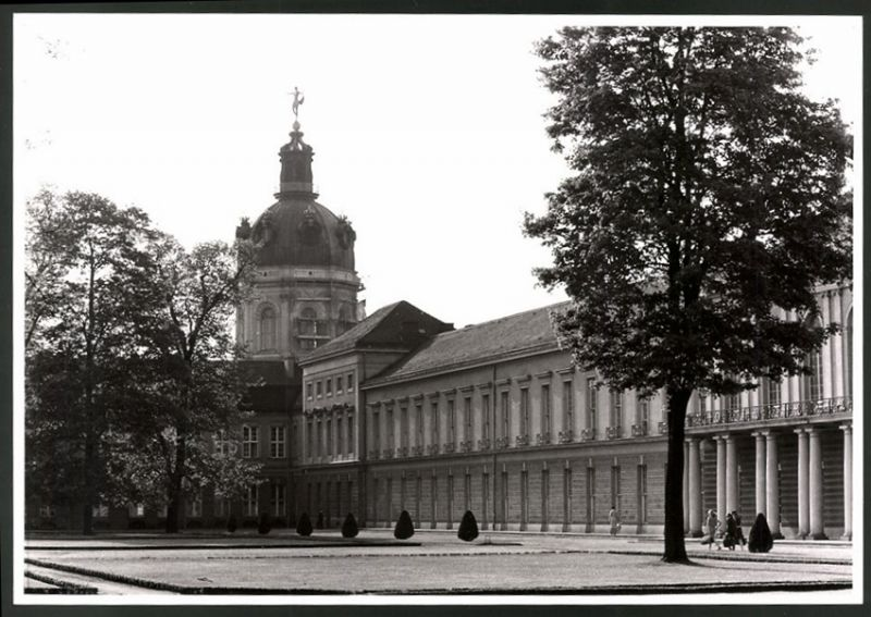 Fotografie Fotograf unbekannt, Ansicht Berlin, Partie am Schloss Charlottenburg