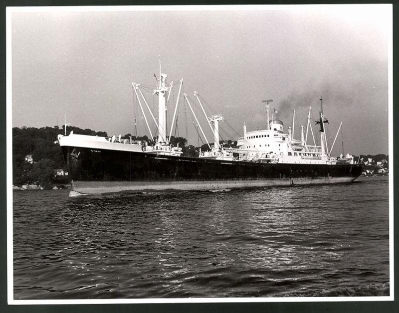 Fotografie Frachtschiff Tatiana, Frachter in langsamer Fahrt