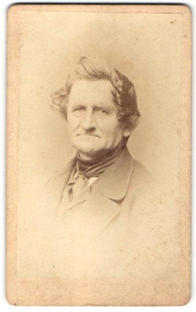 Fotografie unbekannter Fotograf und Ort, Portrait betagter Herr mit zeitgenöss. Frisur