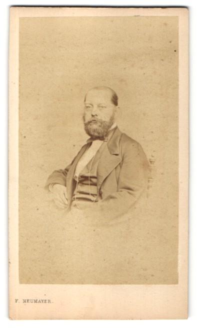 Fotografie F. Neumayer, München, Portrait Herr mit Bart