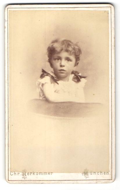 Fotografie Chr. Herkommer, München, Portrait kleines Mädchen