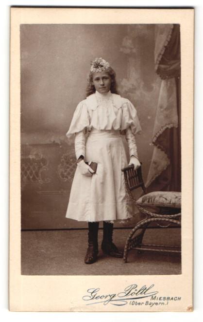 Fotografie Georg Pöltl, Miesbach i/Oberbayern, Portrait Mädchen in feierlicher Kleidung