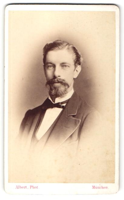 Fotografie Albert, München, Portrait junger Herr mit Bart