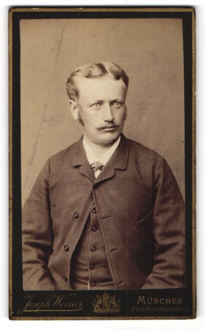 Fotografie Joseph Werner, München, Portrait Herr mit zeitgenöss. Frisur