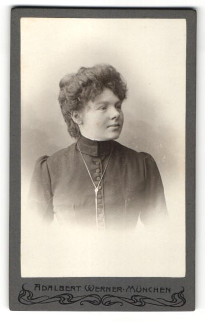 Fotografie Adalbert Werner, München, Portrait junge Dame mit Hochsteckfrisur