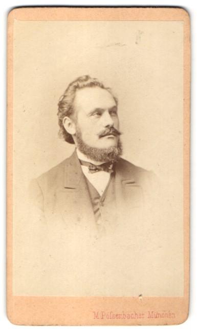 Fotografie M. Pölsenbacher, München, Portrait Herr mit Bart