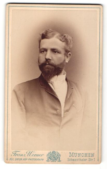 Fotografie Franz Werner, München, Portrait bürgerlicher Herr mit zeitgenöss. Frisur