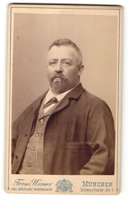 Fotografie Franz Werner, München, Portrait Herr mit Kinn- und Oberlippenbart