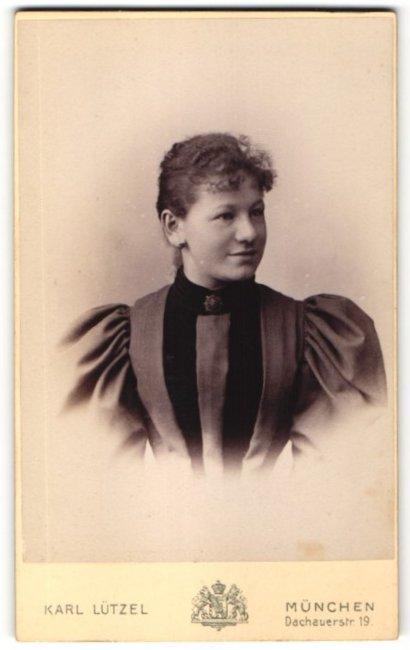 Fotografie Karl Lützel, München, Portrait hübsche junge Frau in eleganter Bluse