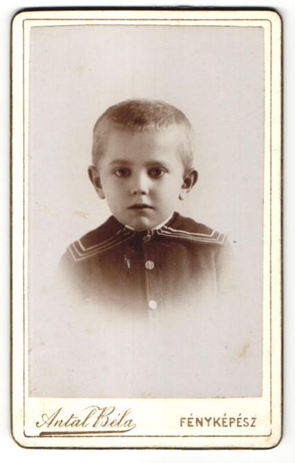 Fotografie Antal Bela, Szekesfehervar, Portrait niedlicher blonder Junge im Matrosenjäckchen