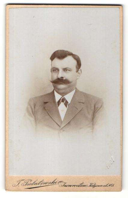 Fotografie J. Pielatowski, Inowroclaw, charmanter dunkelhaariger Mann mit Bart