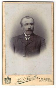 Fotografie Karl Posselt, Ried / Innkreis, Portrait betagter Herr mit Oberlippenbart und Krawatte