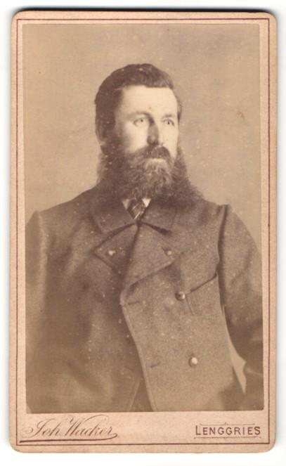Fotografie Joh. Wacker, Lenggries, Portrait stattlicher Herr mit Vollbart