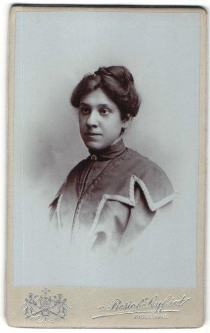 Fotografie v. Bosio & Seyfried, Judenburg, Portrait dunkelhaariges Fräulein mit hochgestecktem Haar