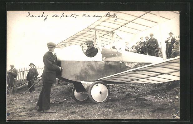 Foto-AK Pilot in seinem Flugzeug vor dem Start