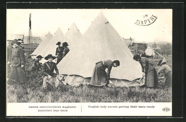AK Dames ambulancieres Anglaises installant leur tente, Krankenschwestern mit Zelten und Sanitätshund