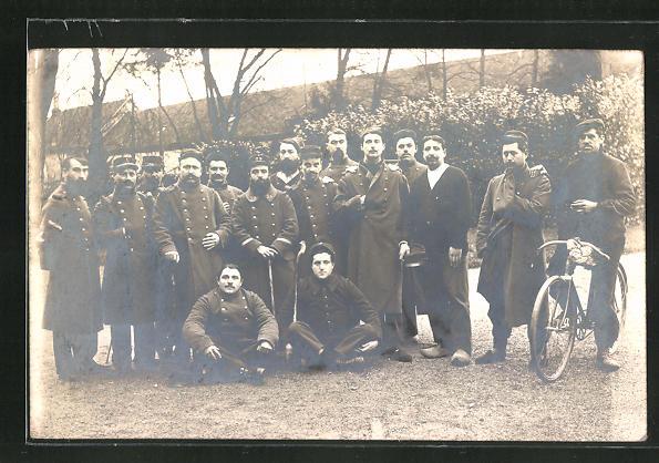 Foto-AK Soldaten und Radfahrer