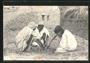 AK Sahariens jouant aux dames..., Knaben aus der Sahara spielen Dame