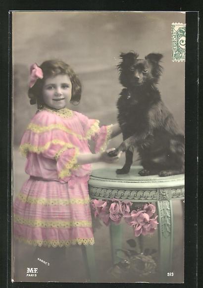 AK Kleines Mädchen posiert mit Spitz