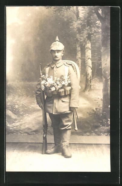 Foto-AK kleiner Soldat mit Pickelhaube-Überzug 183