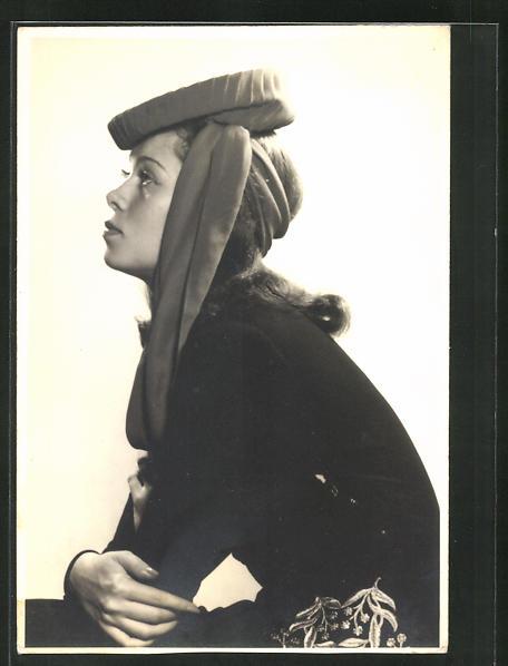Foto-AK Marianne Schweigert, Profilportrait der Schauspielerin mit modischer Kopfbedeckung