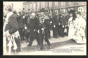 AK Cherbourg, Voyage Presidentiel, le Roi de Danemark accompagne par M. Clemenceau se rendant au Banquet